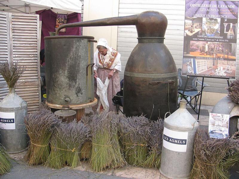 Apt_Fête_de_la_lavande_Vieil_alambic_de_la_distillerie_des_Agnels